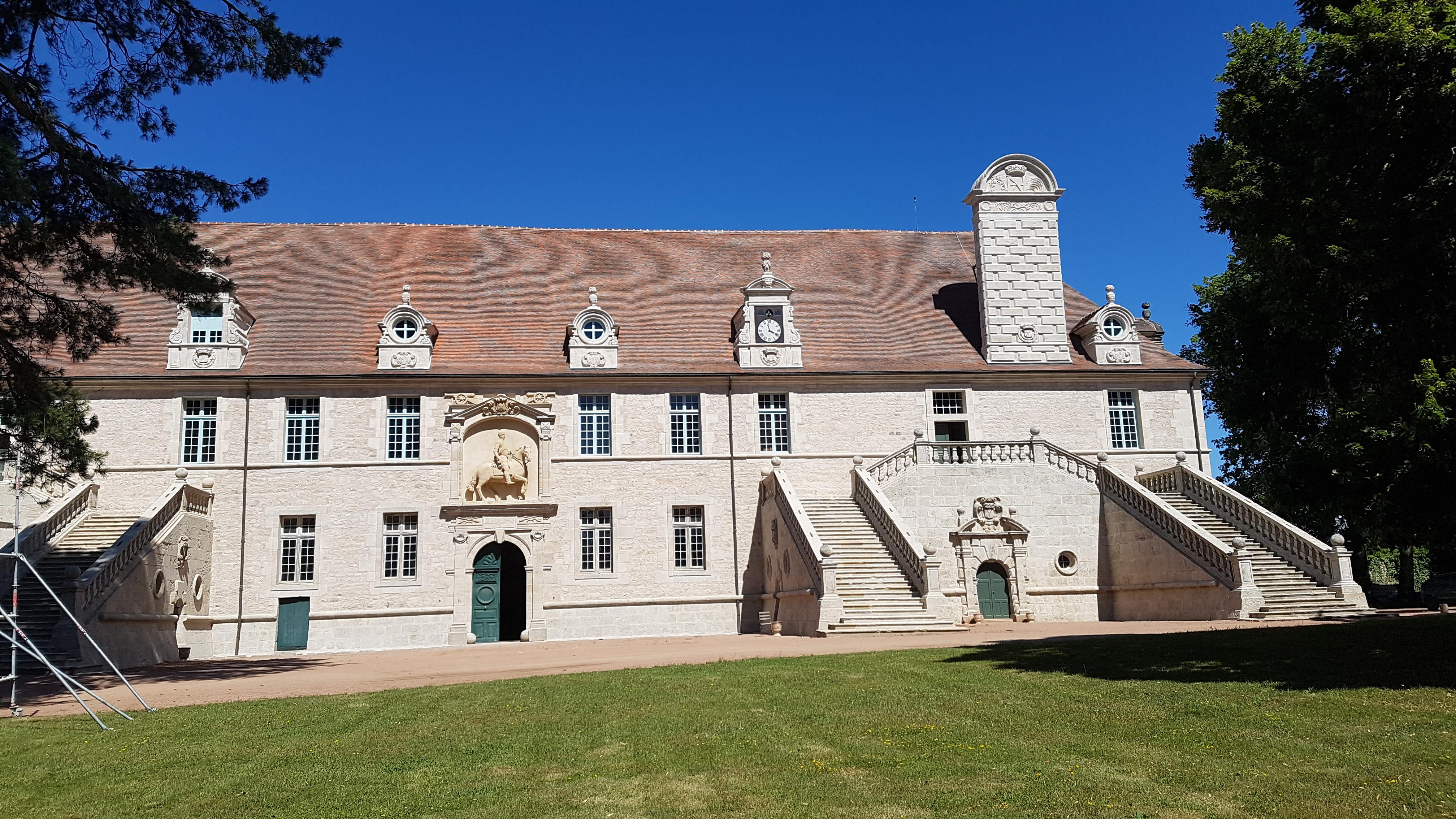 ecuries chateau de chaumont en charolais